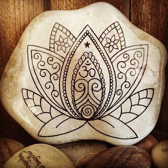 #artrocks #artstones #beachstone #beautifulstones #bohemestyle #handmade #instaart #iloverocks #instaartist #lovelotus #lotus #lotusflower #lotusblomst #lotuslove #meditation #malesten #mandalalovers #naturerocks #ohm #ohmsign #paintedrocks #paintedstones #paintingrocks #paintingstones #rockart #rocksROCK #yogaart #yogalife #dailyartistiq