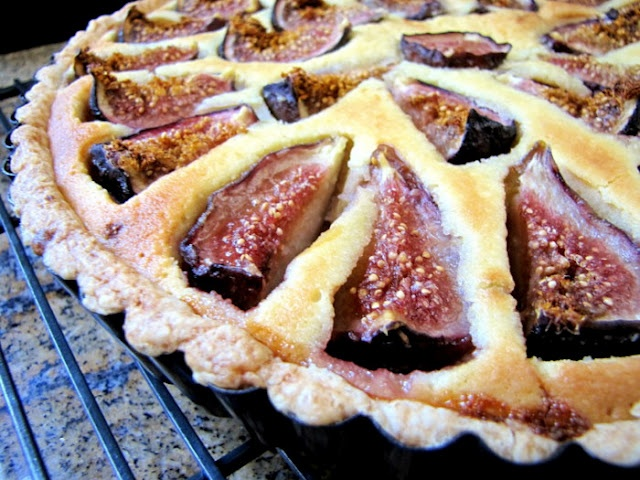 Figs and Almond Cream Tart Sweet Pie, Sweet Tarts, My Favorite Food, Favorite Recipes, Just Pies, Fig Recipes, Almond Cream, Mouth Watering Food, Picnic Foods