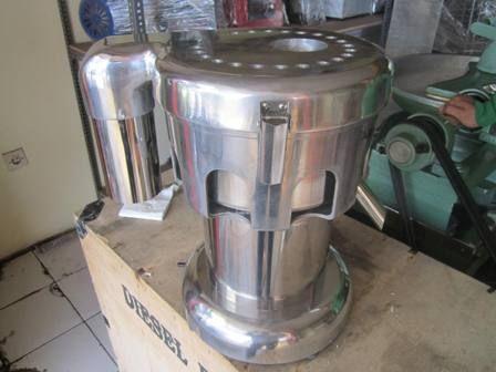 Mesin Juice Extractor adalah mesin pembuat jus dengan cara mengekstract buah segar. Dengan mesin ini anda dapat membuat jus dengan mudah. Juice Extractor WFA – 3000  Dimensi       : 34 x 27 x 36 cm  Kapasitas     : 80 – 100 Kg / jam  Daya              : 370 W  Berat             : 12 Kg  Kecepatan    : 2800 rpm