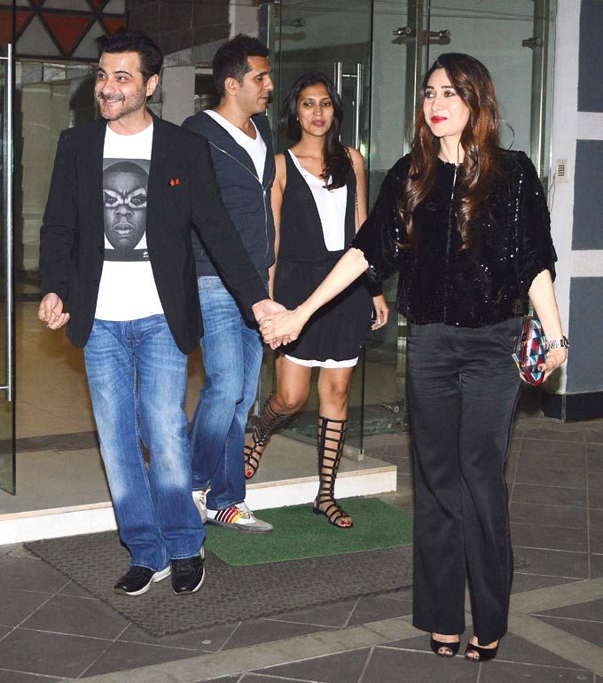 Karisma Kapoor with Sanjay Kapoor, Riteish and Dolly Sidhwani at Sanjay Kapoor's bash. #Fashion #Style #Bollywood #Beauty