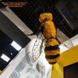 Уже в декабре этого года в Хвалынске, на территории туристического комплекса «Солнечная поляна», откроется новый объект туристического показа – Музей пчелы. Его появление на хвалынской земле не случайно: пчеловодство, секреты которого передаются из поколения в поколение, – традиционное ремесло в этих местах. Тем не менее, экспозиции музея будут одинаково интересны как далеким от этого занятия людям, так и тем, кто отдал пчеловодству не один десяток лет. Рассказ об истории пчеловодства в…