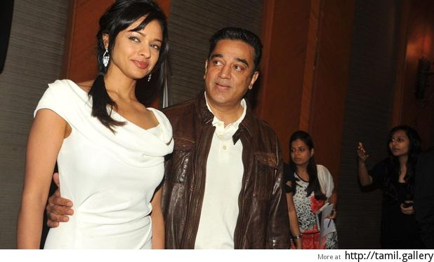 Is Kamal helping Pooja Kumar land up fill offers in her kitty? - http://tamilwire.net/58329-kamal-helping-pooja-kumar-land-fill-offers-kitty.html