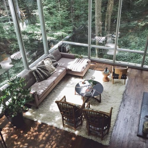 Love the windows and the privacy, it also looks so cozy with the hardwood floors and hat lovely rug
