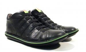 Zapatos para hombre con cordones elásticos Camper Beetle  Zapatos de piel para hombre con detalle de cordones elásticos modelo Beetle 366778 de la marca Camper. Zapatos negros con detalles en verde lima. Zapatos super ligeros y muy cómodos  con interiores en tejido y suela XL Extralight de goma. Camper Beetle a tus pies. http://ift.tt/2gBlMfb