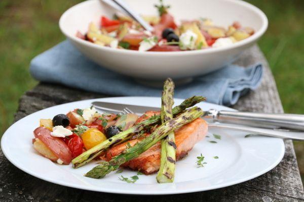 Lun potetsalat og grillet laks
