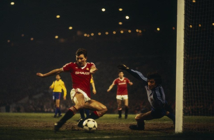 Bryan Robson (Manchester United)Robson Manchester, United Legends, Barcelona 1984, Bryans Robson, Soccer Football, Man United, Captain Marvel, Fútbol Soccer, Manchester United