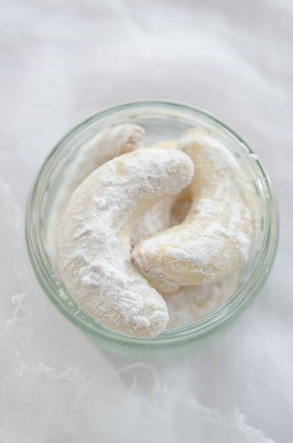 recipe for Vanilias Kifli :. Hungarian Almond  Cookies :: photo by Viviane Perenyi