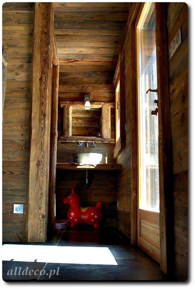 Łazienka w starym drewnie/ Amenagement de la salle de bain en vieux bois