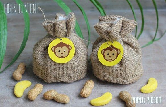 vullen met apennootjes of bananensnoepjes  jutten zakjes rond sint-periode te koop bij ava