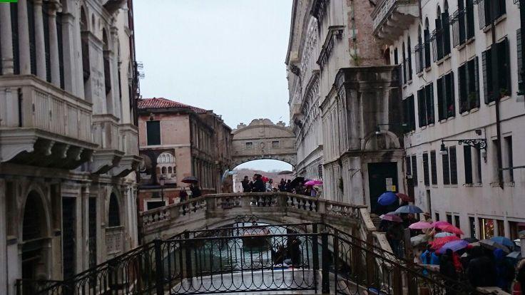 Venecia al fondo  del canal el puente de Los Suspiros foto que tomé el 22 de febrero 2015