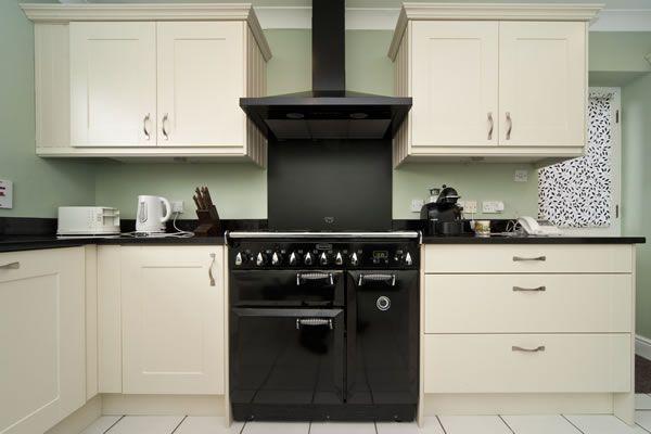 Black Galaxy Worktops, Rangemaster cooker
