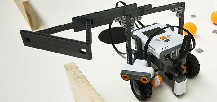 Vive Les Robots! case study: LEGO Mindstorms, Computer Science & Art (2012): http://www.vivelesrobots-education.dk/english
