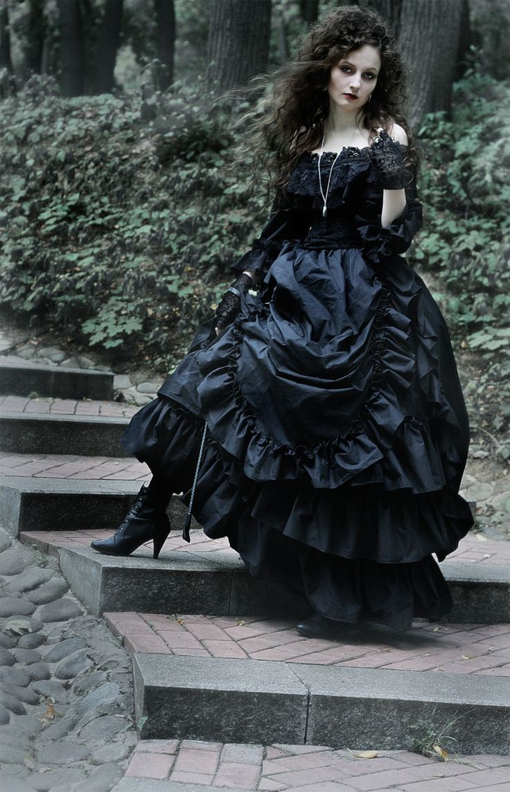 Bellatrix Lestrange Cosplay. Next year or the year after I want to go as her for Halloween/ComiCon!
