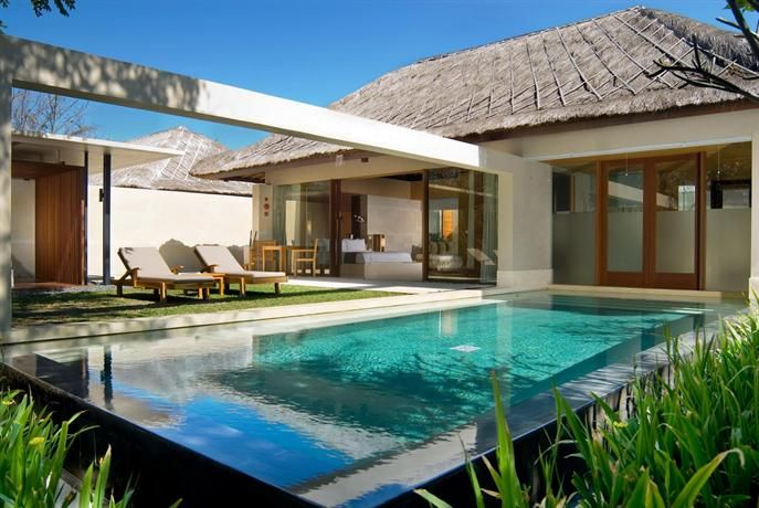 OopsnewsHotels - The Bale Resort Bali. The Bale Resort Bali provides a modern setting when in Nusa Dua. It also offers a swimming pool, a sauna and a butler service.   This luxury Nusa Dua hotel boasts free Wi-Fi, a Jacuzzi and a rooftop terrace. It provides valet parking and free bicycle rental, as well as fitness classes.