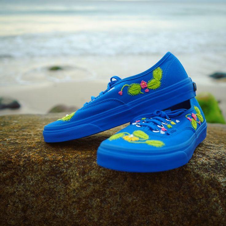 Vans Azules Bordados a Mano  #tenisbordados #vansbordados #vansgirls #bordadomexicano #mexicanembroidery #embroideryshoes #embroidery  #bordadoMéxico #bordadorococó #bordadoamano #bordadosmodernos  #vansméxico