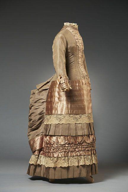 Day dress, 1880′s From the Musée du Costume et de la Dentelle