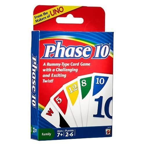 Phase 10 Card Game   Phase 10 Card Game é um jogo de cartas tipo rummy com um toque desafiante e emocionante!O objetivo do jogo é ser o primeiro jogador a completar 10 fases variadas - 2 conjuntos de 3 1 corrida de 7 cartas de 1 cor e mais.O giro é que cada fase a ser completada é específica para cada mão tratada.Aqueles que completam o avanço da Fase para o próximo mas aqueles que não precisam tentar novamente.Para 2 a 6 jogadores.Idade 7 e mais.  Cartas