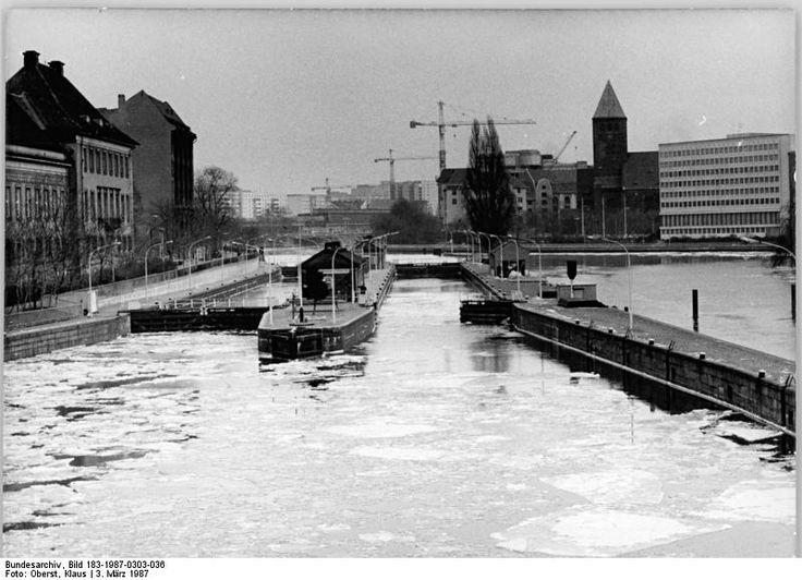Berlin, Mühlendammschleuse, Vereiste Spree, Winter 03.03.1987 Berlin: Wetter- Eisgang auf der Spree an der Mühlendammschleuse.