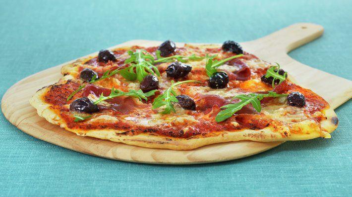Italiensk pizza med spekeskinke - MatPrat
