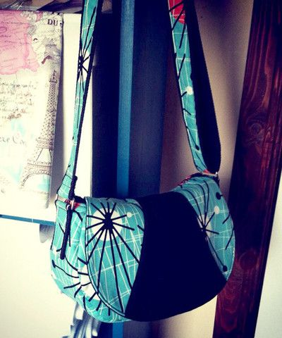 Rosie Cross Body Bag | The best sewing patterns for women, girls, toys and more. Go To Patterns & Co.