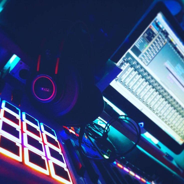 Lost in the future now #miku #hatsunemiku#vocaloid #Japan #music #electro #techno#anime #crypton #mastering #cubase #waves#plugins #digital #studio #recording#compressor #yasutakanakata #art #illustration#anime #digital by andrewcockroach