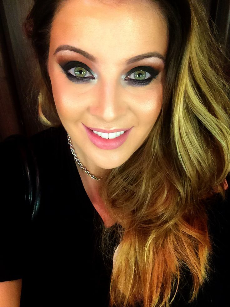 Black smokey/smoky (how DO you spell that word?!) eye with orange transition colour. LOVE it.