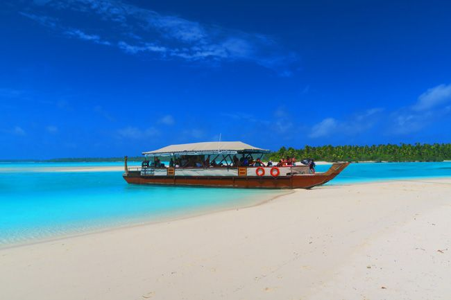 The Vaka Cruise - the best way to explore the magnificent Aitutaki Lagoon in the Cook Islands