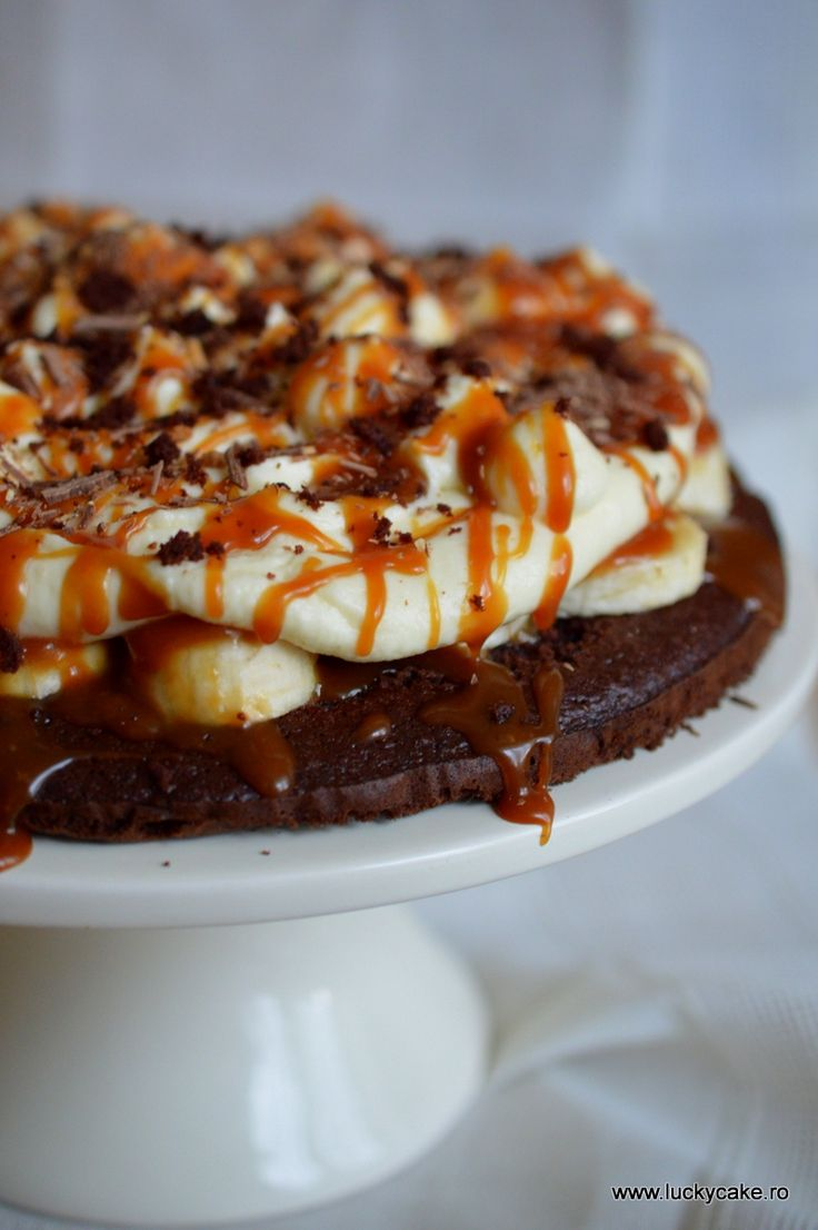 Chocolate cake with bananas and mascarpone frosting