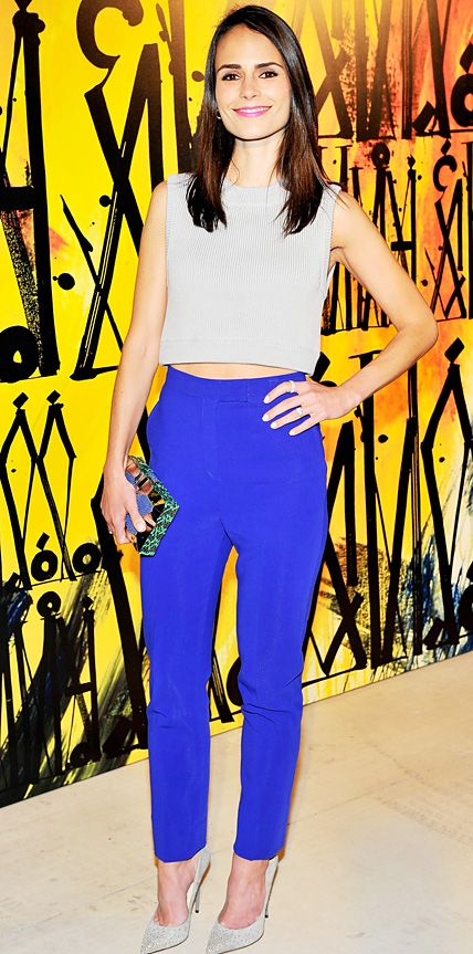 Jordana Brewster rocked a pale gray Kate Spade Saturday cropped sweater top at the Choo.08 launch, styling it with a pair of cobalt blue Monique Lhuillier high-waisted trousers, a colorful box clutch and embellished gray pumps. #styledbyme