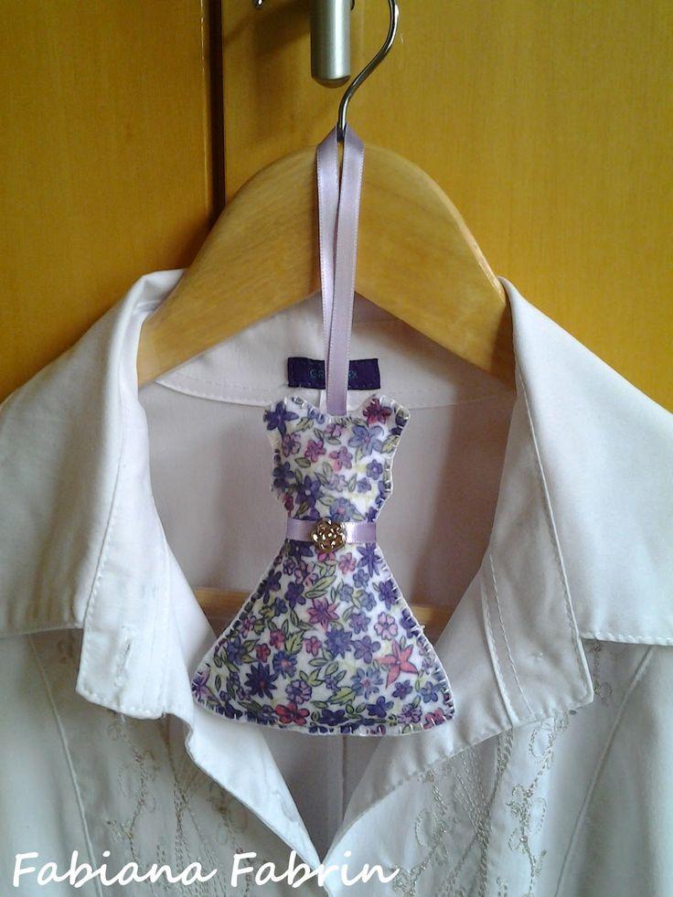 """Olá gente bonita! Tenho um modelito novo de sachê para """"guarda-roupas"""" (tem hífen viu gente?! Fui pesquisar!) e gavetas que é uma graça..."""