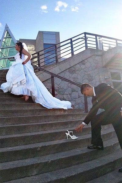 cinderella wedding photo. OMG another adorable photo idea!!!