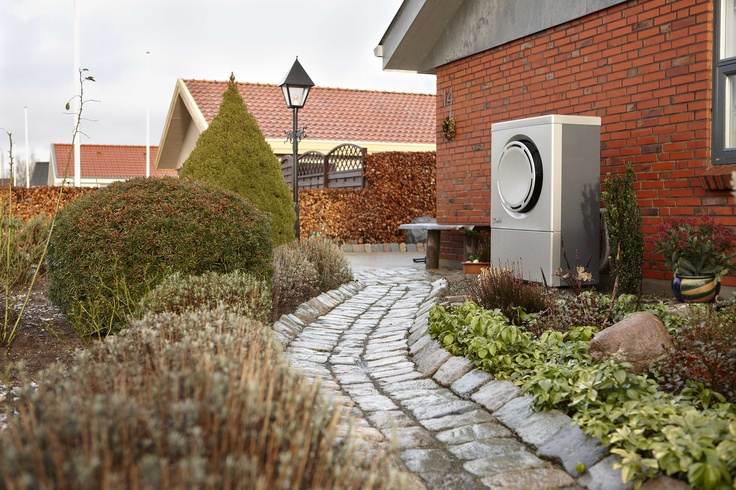 An air source heat pump working whatever the weather!