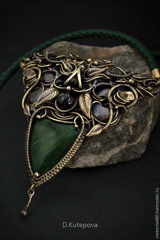 Купить Колье Зеленые кружева. - тёмно-зелёный, симметрия, Кулон ручной работы, кулон из проволоки