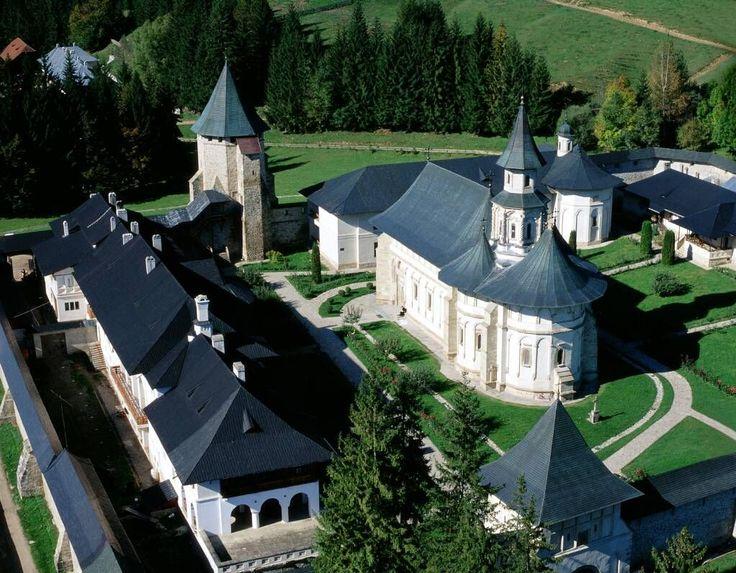 """Mănăstirea Putna, """"Ierusalimul neamului românesc"""" cum a numit-o Eminescu, ctitoria lui Ștefan cel Mare pentru a-i fi loc de înmormântare"""