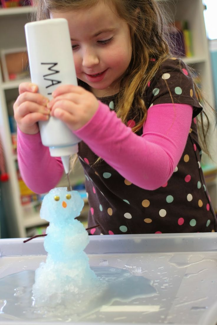 Making predictions on what will happen if you add warm water to a snowman! A great PreK activity to introduce predictions, build fine motor control, understand the concept of hot and cold, cause and effect, and even identifying body part placement!