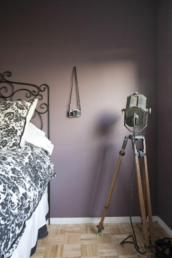 farbgestaltung schlafzimmer bett wandfarbe lila