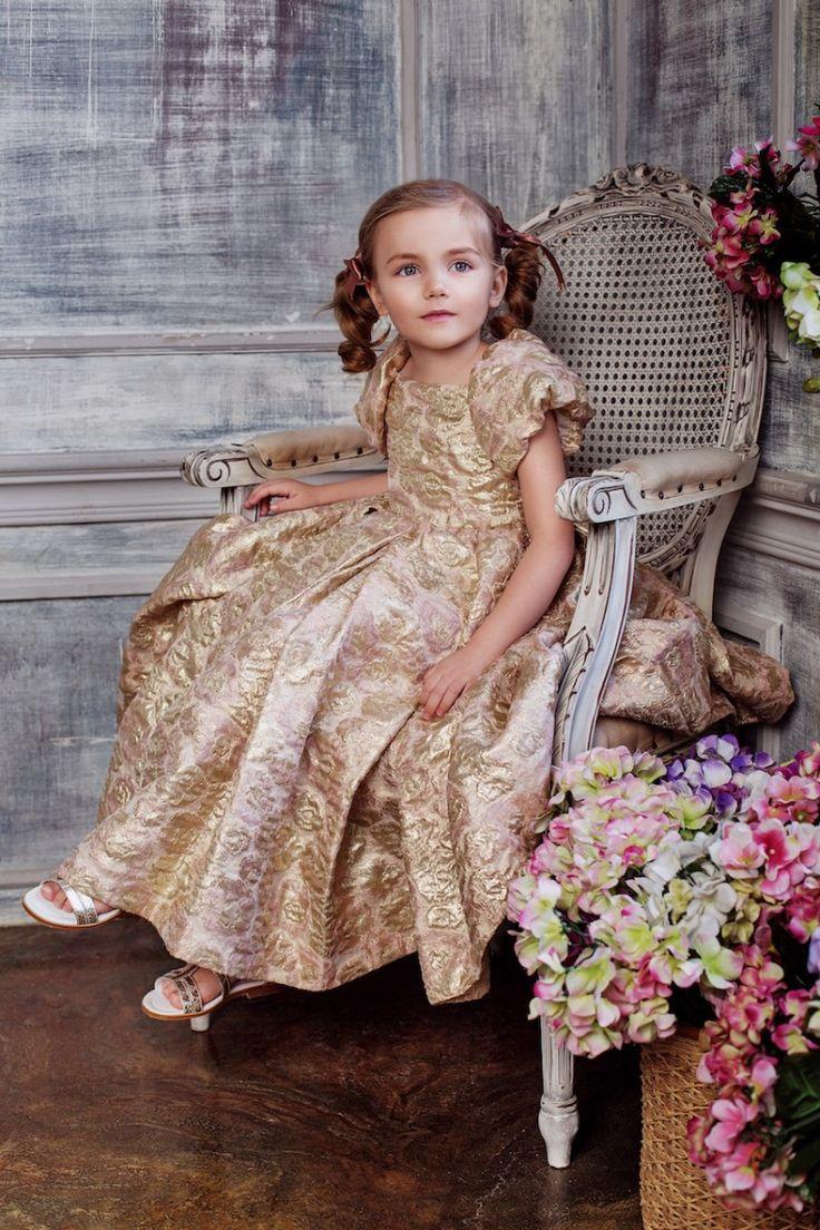 #Golden #jacquard #dress #voluminous #puffsleeves