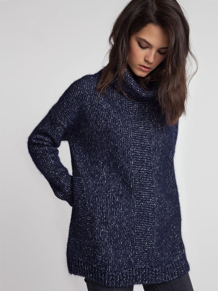 Женская коллекция.Очень теплый и мягкий свитер oversize с шерстью и альпакой. Мягкая форма плеча, втачной рукав, высокий объемный ворот, итальянская пряжа. Laplandia For Women