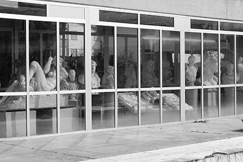 21.01.2008 Scuole aperte e nessun danno dopo il TERREMOTO IN VERSILIA. La scossa sismica più forte alle 12.02, di magnitudo 3.1. La protezione civile provinciale ha deciso di far uscire tutti gli occupanti dell'istituto d'arte Stagio Stagi. L'amministrazione provinciale ha fatto sapere che le scosse non hanno dato luogo a problemi strutturali dell'istituto di Pierasanta. A giorni, partiranno inoltre alcuni lavori di ristrutturazione dell'edificio.