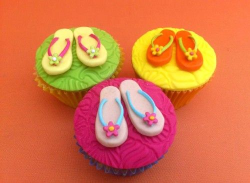 Hawaiian Party Themed Novelty Cupcakes. These will look lovely served with Luau Napkins, http://www.novelties-direct.co.uk/luau-napkins.html