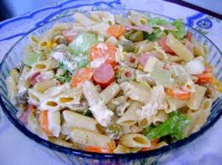 Salada de Macarr�o com maionese - Veja mais em: http://www.cybercook.com.br/receita-de-salada-de-macarrao-com-maionese.html?codigo=102843