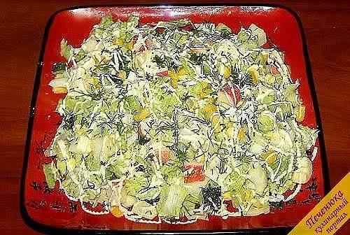Салат из пекинской капусты _____________________________________________________ Такой салат получается очень вкусным и легким, а самое главное, 10 минут - и у вас готово шикарное блюдо. Ингредиенты: Пекинская капуста 300 г помидор 2 шт колбаса копченая 100 г яйца вареные 2 шт кукуруза 100г укроп майонез соль и перец по вкусу батон 4 кусочка Приготовление: Капусту вымыть, обсушить, порезать, помять с солью. Помидоры, яйца, колбасу, зелень порезать. Добавить кукурузу. Батон порезать кубиком…