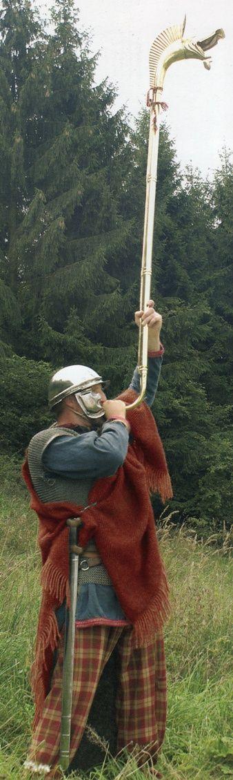 Carnyx player.- ANNEE 53 av JC: 1 révolte de plus en Gaule, 3) EXTERMINATION DES EBURONS, 14: La résistance des SENONS et des CARNUTES ne fut ni vive, ni longue. A l'approche des légions romaines, ils demandèrent à se soumettre et obtinrent leur pardon par l'intermédaire des EDUENS et des REMES. Les Eburons de Belgique et les Trévires qui firent également leur soumission, termina la 6° campagne de la guerre des Gaules.