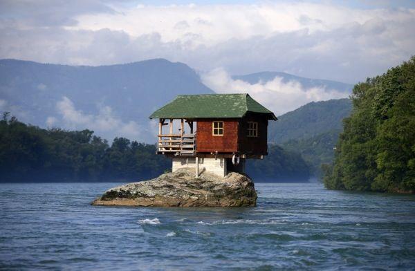 De 18 mest annorlunda husen i världen, träkojor och vinfat #hus #design #arkitektur #kul #udda #housing #Obsid  http://www.obsid.se/livsstil/18-unika-hus/