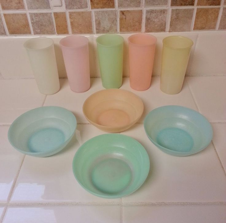 LOT OF 9 PASTEL TUPPERWARE ORLANDO ITEMS - FOUR #154 BOWLS & FIVE #117 TUMBLERS