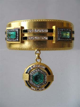 Bracelet of the queen of Portugal, Maria pia. The charm opens and inside there is a picture of her brother, the king of Italy, Umberto I. 19th century, Made in Gold, diamonds, Emeralds and Enamel.