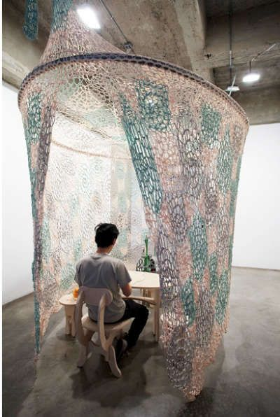 Ernesto Neto Crochet Nets Reminiscent of Horiuchi's Crocheted Playground — Crochet Concupiscence CROCHET INSPIRATION http://pinterest.com/gigibrazil/crochet-e-tricot-home/