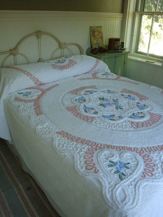 Vintage Chenille Bedspread | Vintage Needletuft Chenille Bedspread Hearts and Flowers Its A Cutie ...