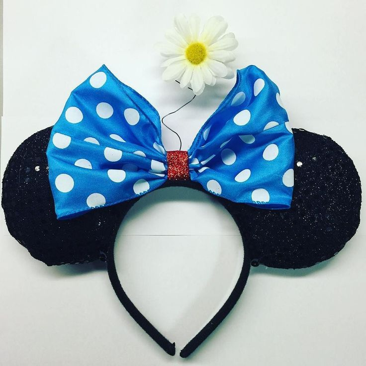 New custom order Vintage Minnie Mouse Ears! Message me for yours!  #earsbylily #minniemouseears #homemade #custommade #disney #disneyland #disneyparks #disneyworld #disneyprincess #dca #disneycaliforniaadventure #californiaadventure #minniemouse #vintage #vintageminniemouse by ears_by_lily