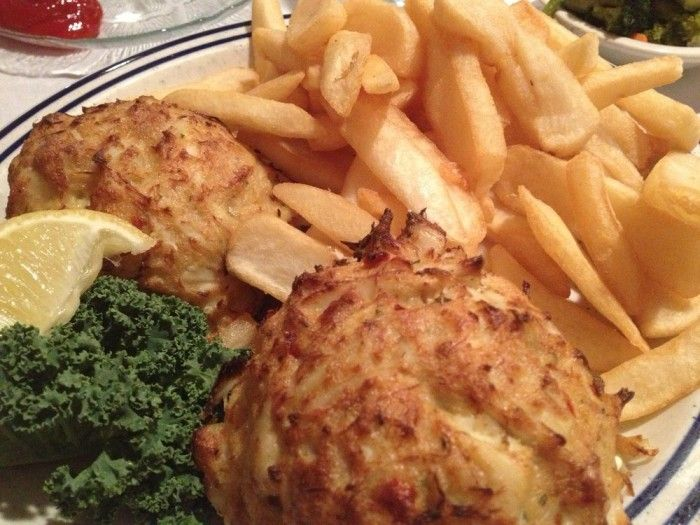 These 15 Restaurants Serve The Best Crab Cakes In Maryland